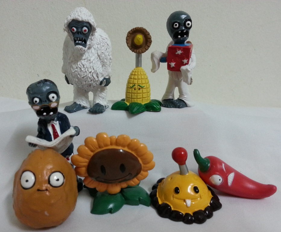 Zombie Wedding Gifts: Plants Vs. Zombies Cake Topper / Plants Vs. Zombies Figurine